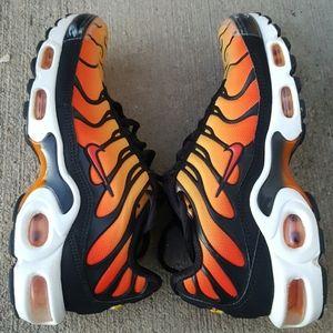 Youths Nike Air max TN sneakers sz 4.5